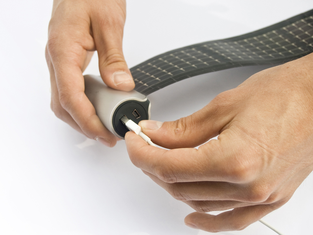 WAACS-ROLLABLE-SOLAR-CHARGER-PLUG-IN